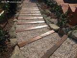 Lépcső a kertben