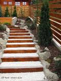 Lépcsők a kertben